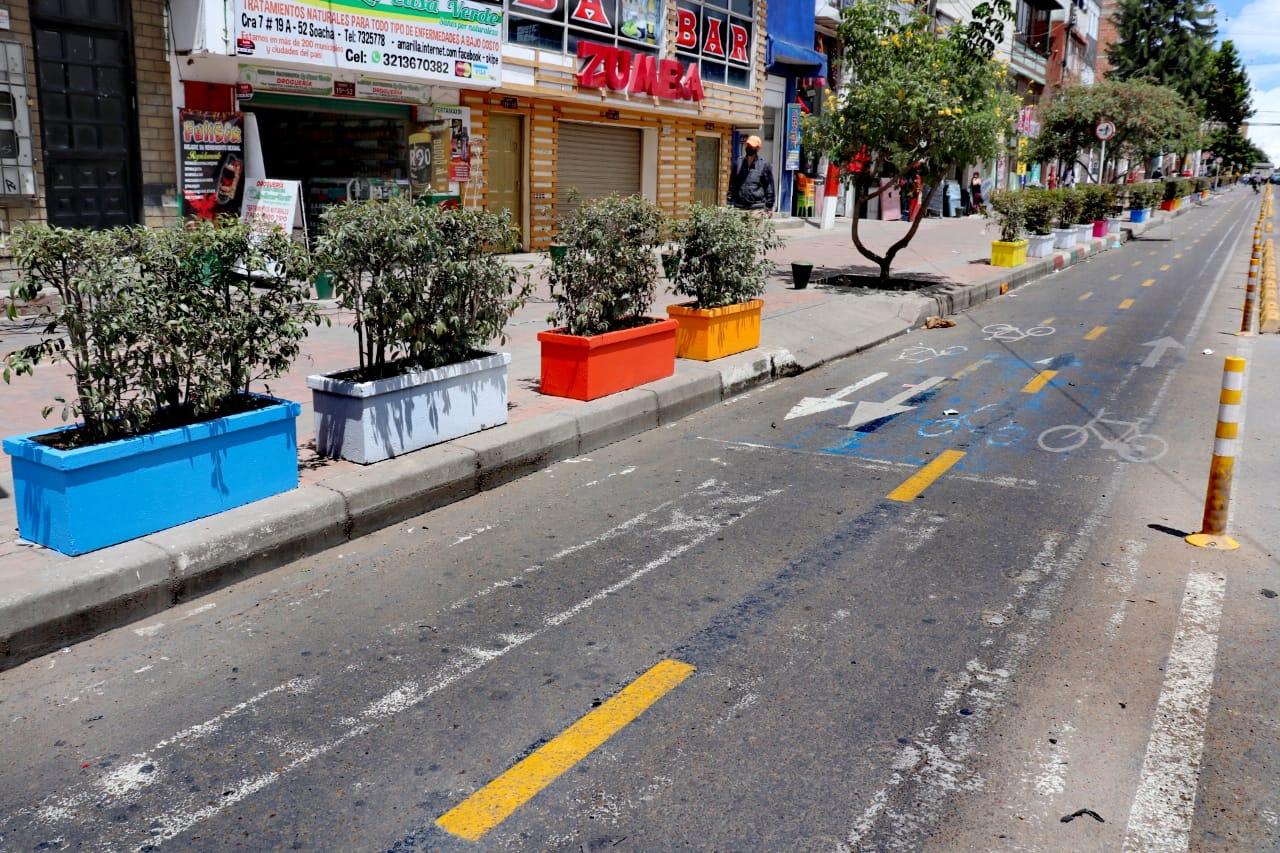 Soacha se viste de colores gracias a 249 materas sobre la carrera 7 y el parque principal