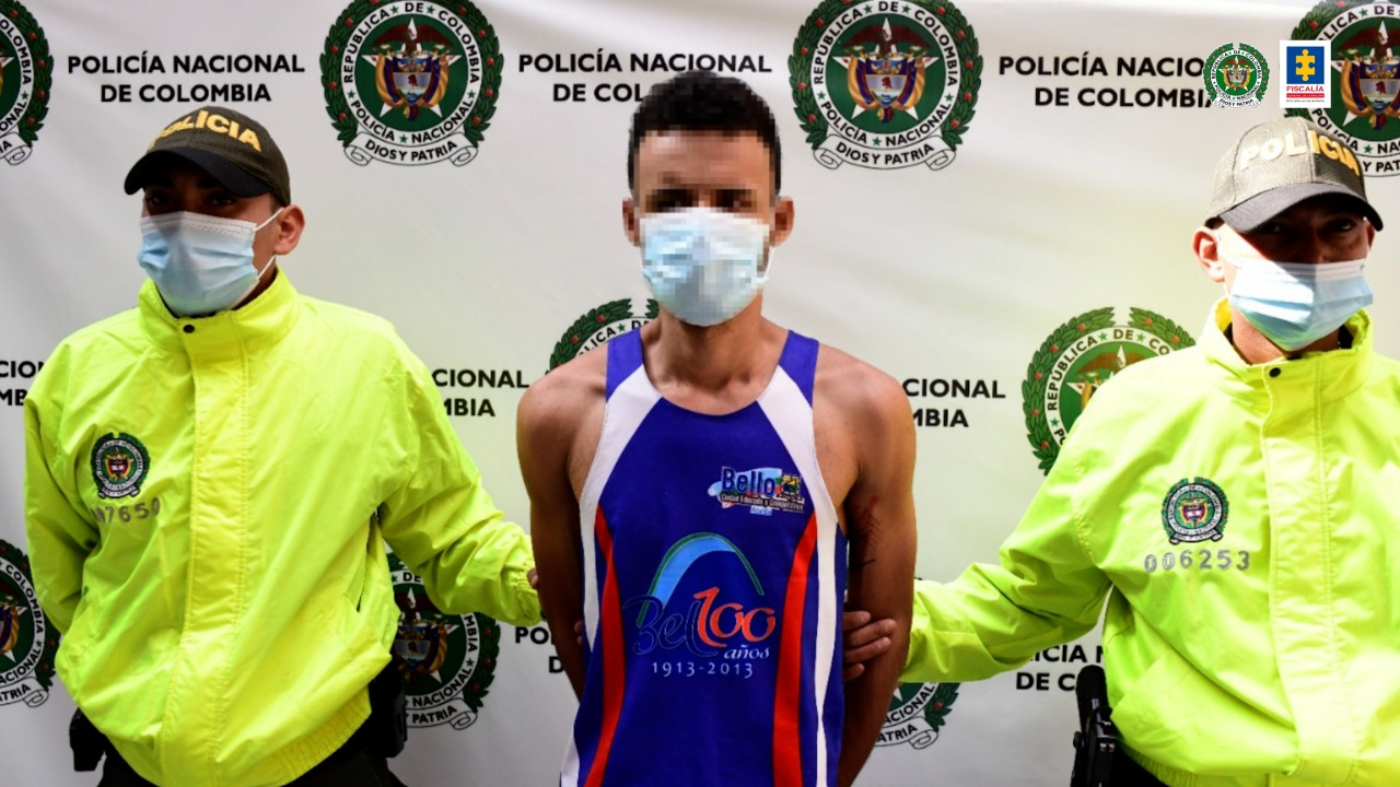 CÁRCEL PARA HOMBRE QUE HABRÍA ATACADO POR LA ESPALDA A PATRULLERA DEL ESMAD DURANTE JORNADA DE PROTESTA