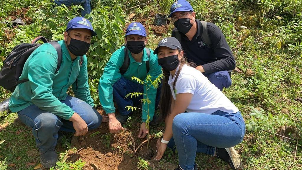 Coca-Cola FEMSA se suma a #MeUnoColombia para sembrar 5.000 árboles en la zona rural de Cali