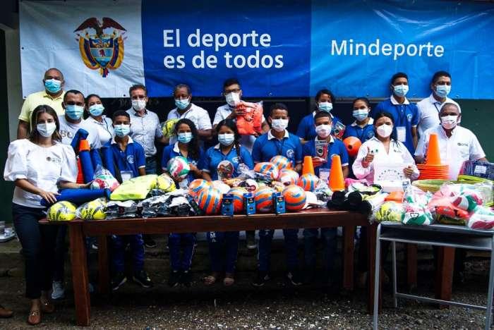 Colegios del Deporte entregó incentivos a instituciones educativas beneficiadas