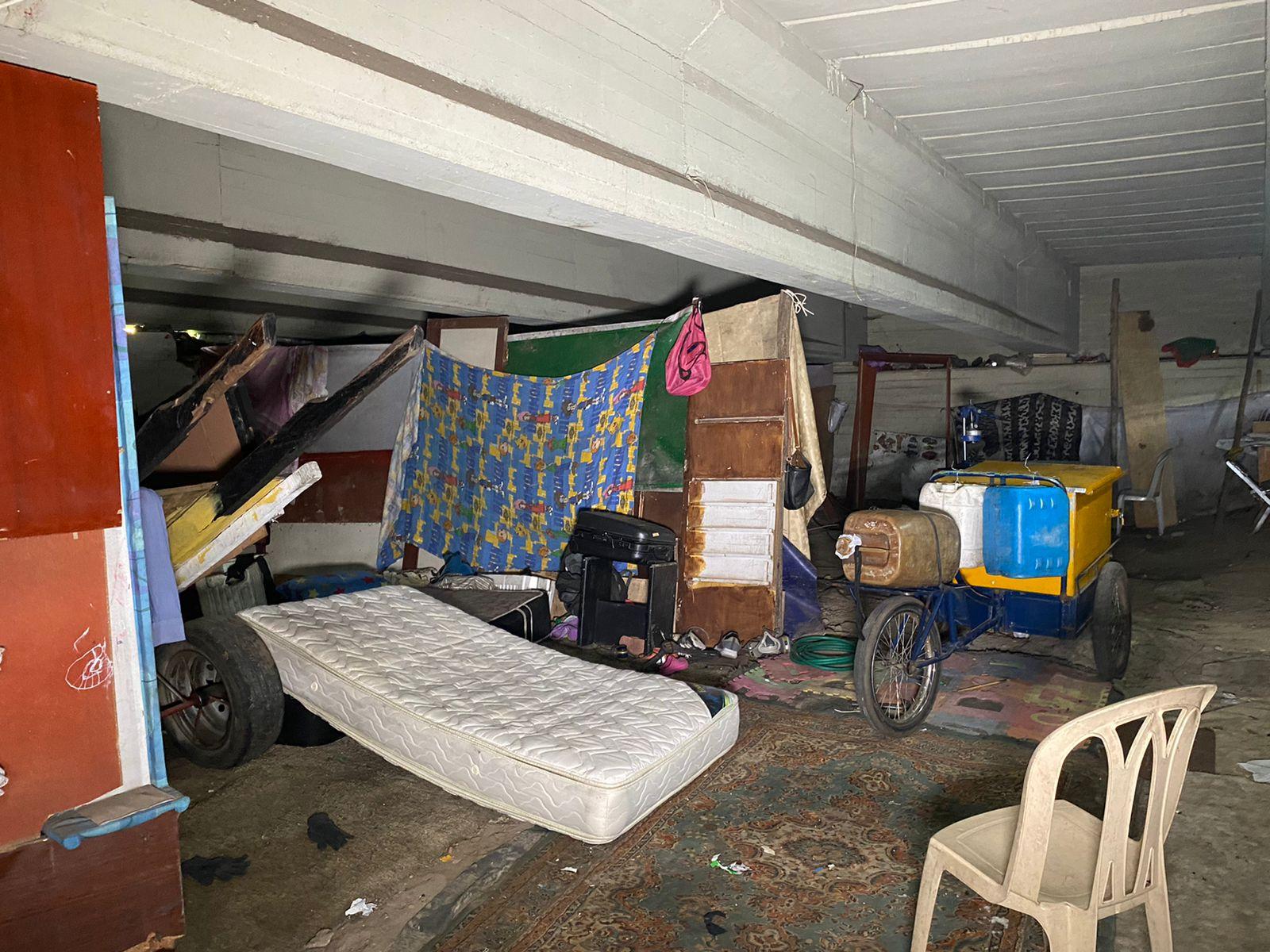 Cobraban 20 mil pesos semanales en parqueadero irregular para vendedores informales debajo de puente vehicular