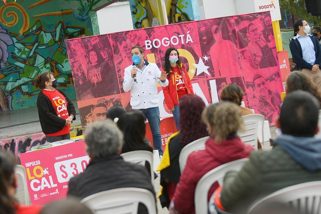 Distrito entregó 6.700 millones de pesos a microempresarios y vendedores informales de Bos
