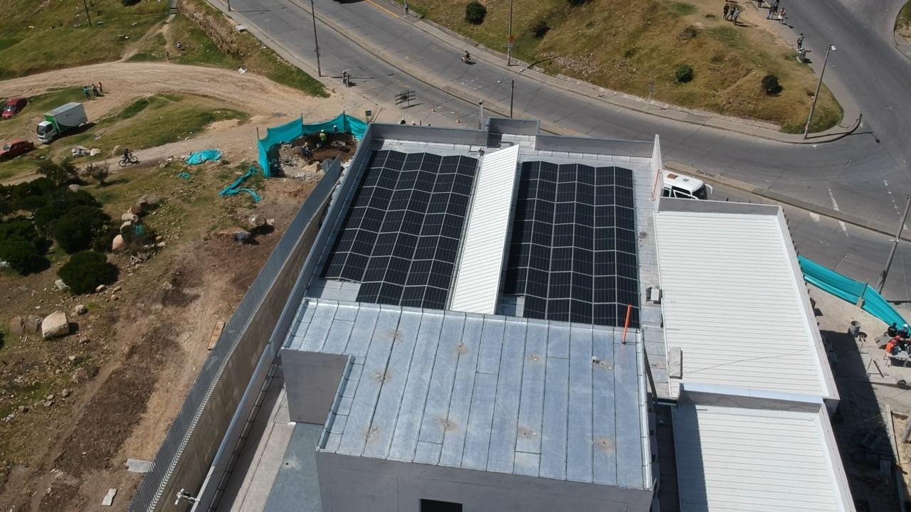 Cuatro centros de salud del sur de Bogotá cuentan con paneles solares para la generación de energía renovable