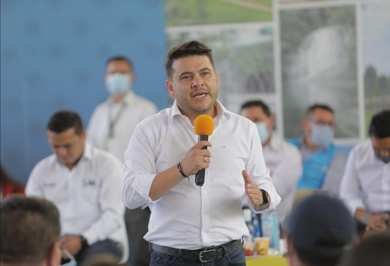 Gobernador Nicolás Garcia anunció, en su visita a la Provincia de Oriente, la construcción de plazas de mercado y el viaducto en Guayabetal
